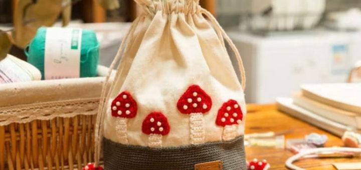 Сумочка-мешок с вязаными мухоморами (3)