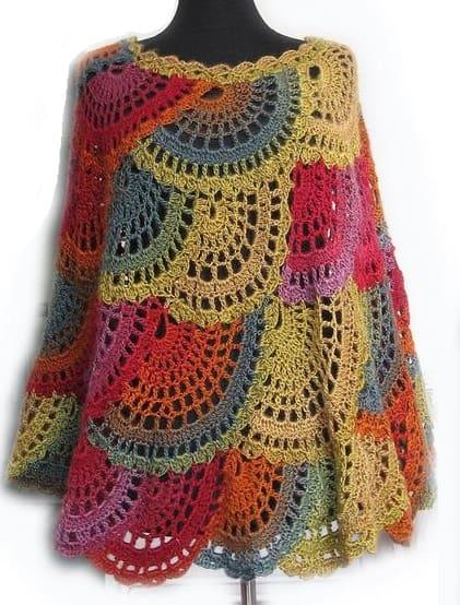 Вязаное крючком разноцветное пончо в стиле бохо (3)