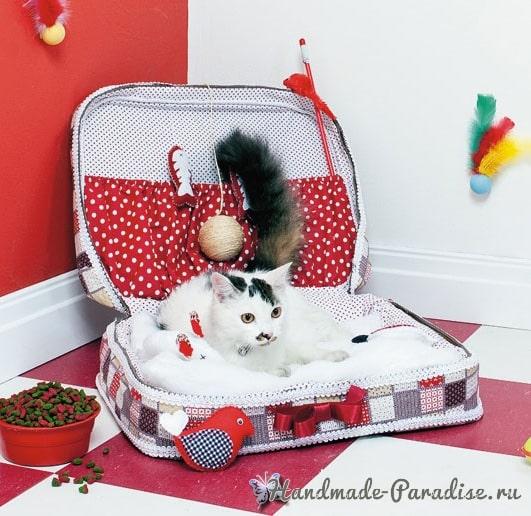 Кроватка для кошки из старого чемодана (3)