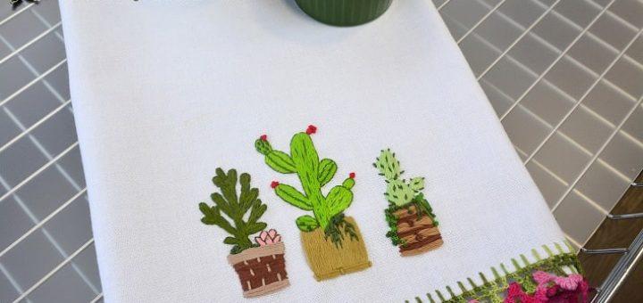 Вышивание кактусов на кухонном полотенце (3)